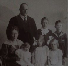John Alfort (1874-1937) [1.2.11.3.8.3] med familj.
