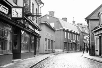 Köpmangatan i Eskilstuna någon gång mellan 1966 och 1973.