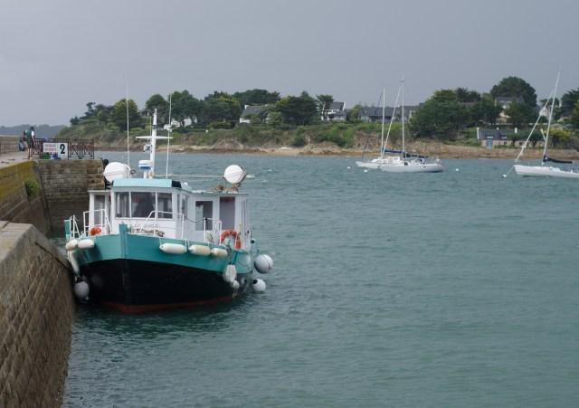 Bateau de pêche dans le port du Crouesty dans le Morbihan