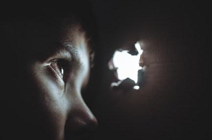 émotion cachée derrière le manque de confiance la peur