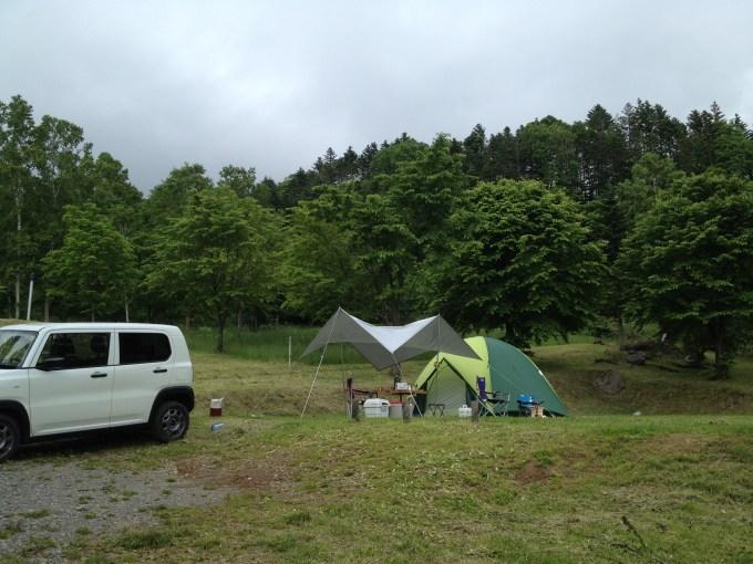 真狩村キャンプ場でテント設営