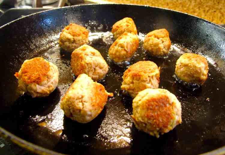 tuna meatballs frying