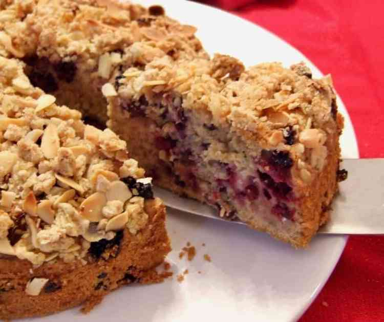 blackberry & apple crumble cake.