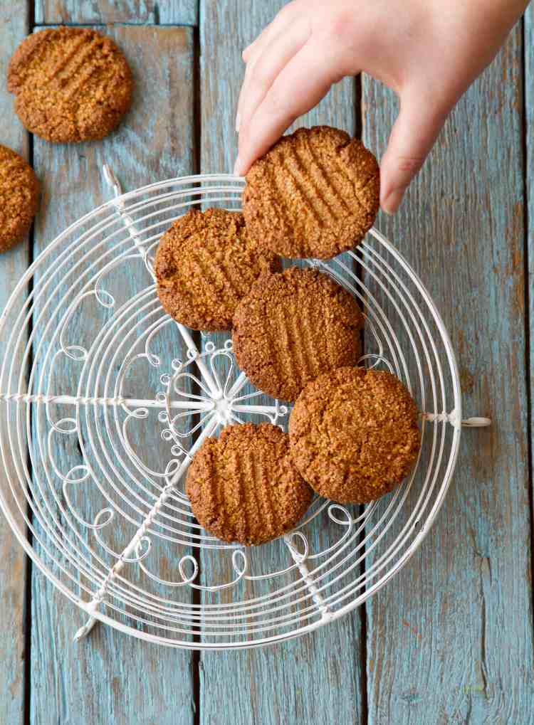 Gingernut biscuits from Hungry Healthy Happy by Dannii Martin