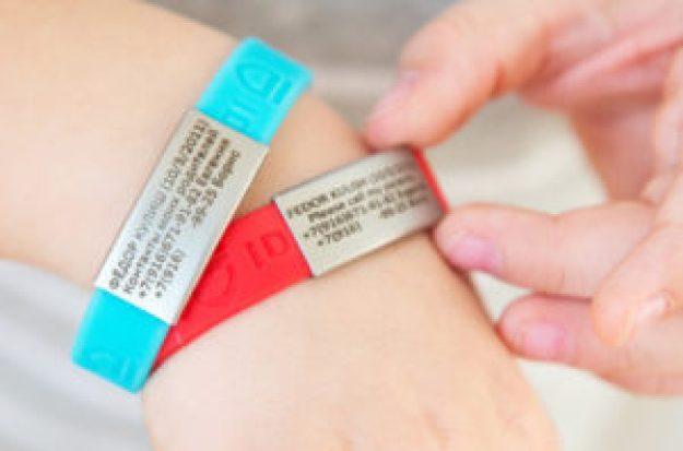 ID браслет для путешествий с детьми
