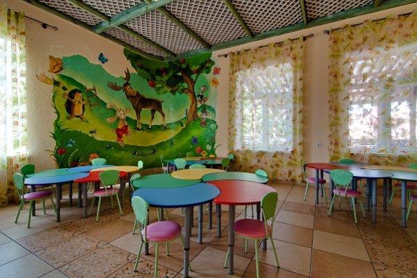 Ривьера, семейный отдых, детский зал, ресторан