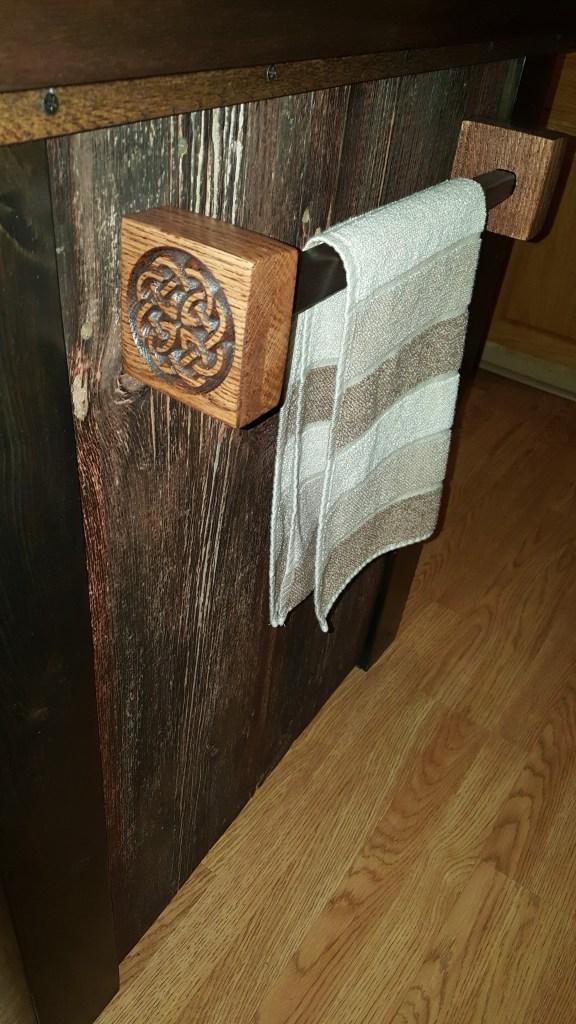 35a_red_oak_walnut_towel_bar