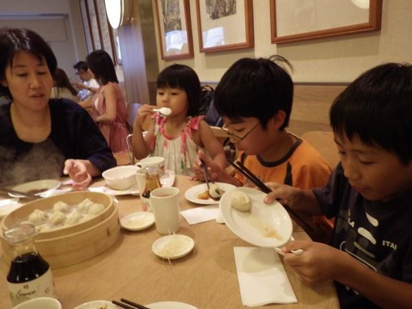 台北の鼎泰豊で小籠包