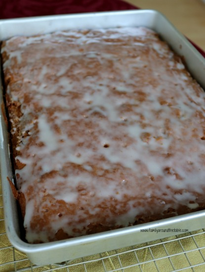 Honey bun cake is an easy and delicious treat any time of the year. Perfect for breakfast or dessert.