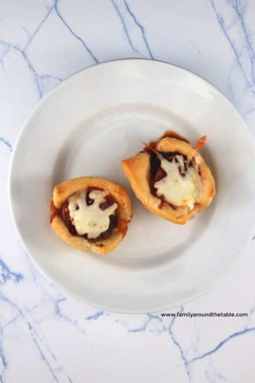 Kids and adults will love cheesy pizza meatball cups.
