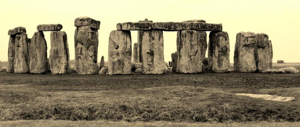 An Introduction To The History Of Stonehenge – Facts, Pictures And Theories