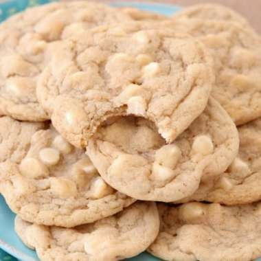 Copycat Mrs.Fields White Chocolate Chip Cookies are soft, delicious cookies filled with sweet white chocolate chips. Copycat Mrs.Field's cookie recipe that everyone can make at home!
