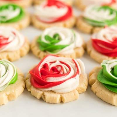 FROSTED ROSE SUGAR COOKIES