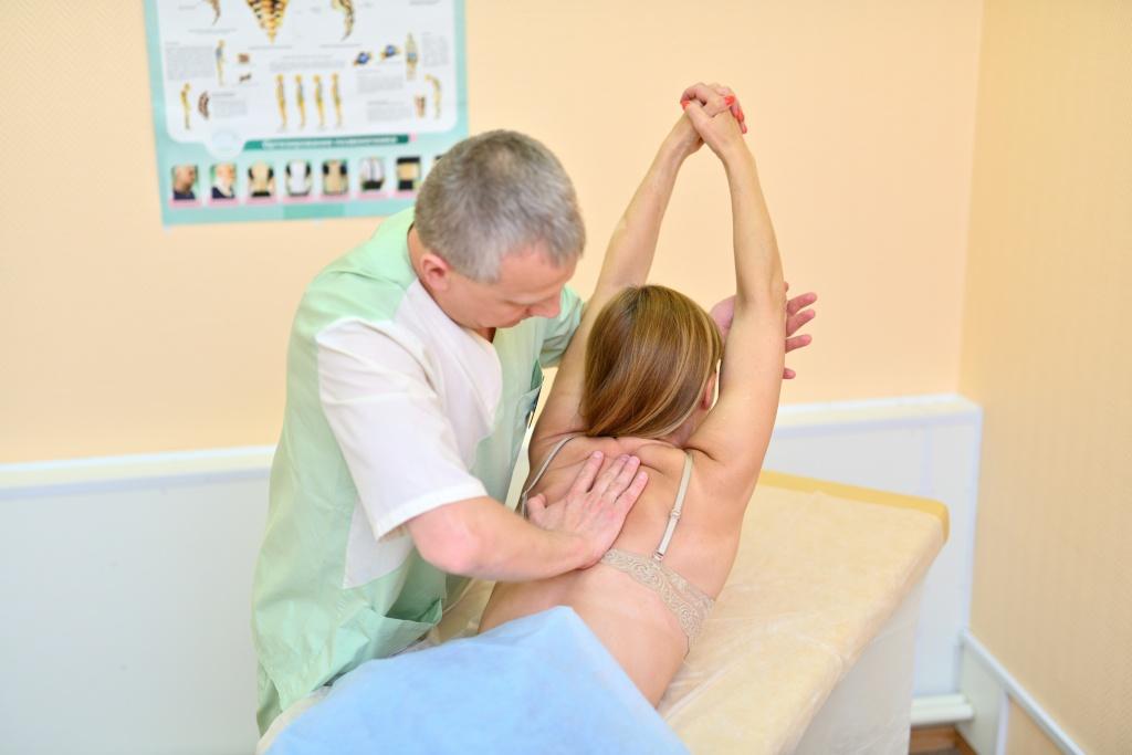Мануальная терапия позвоночника: цены, отзывы | Клиника Семейный доктор