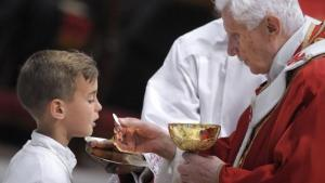 PopeBenedictCommunion
