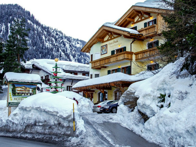 Ski Accommodation Tips Driveway