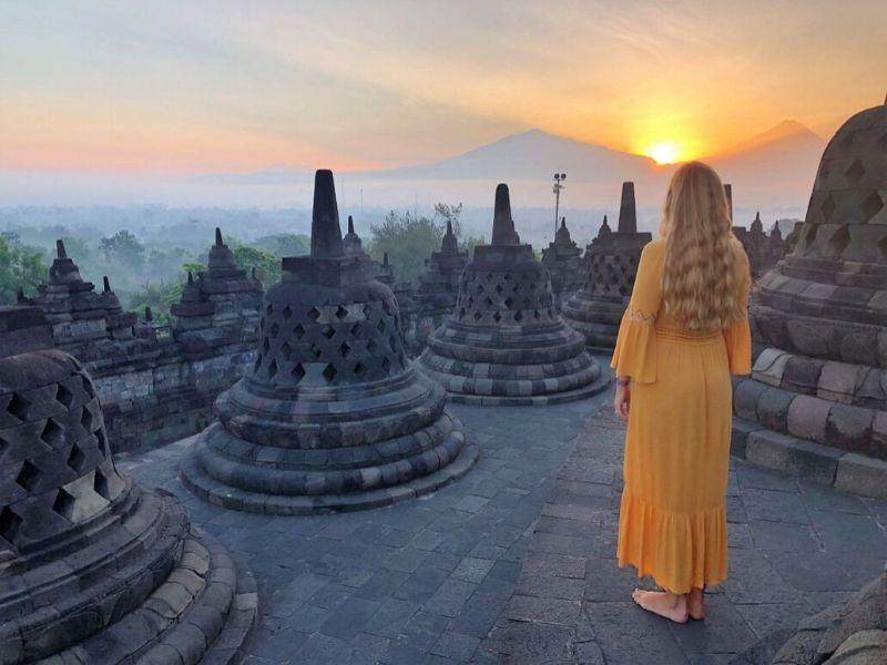 Sunrise in Borobudur - Adventures in Southeast Asia