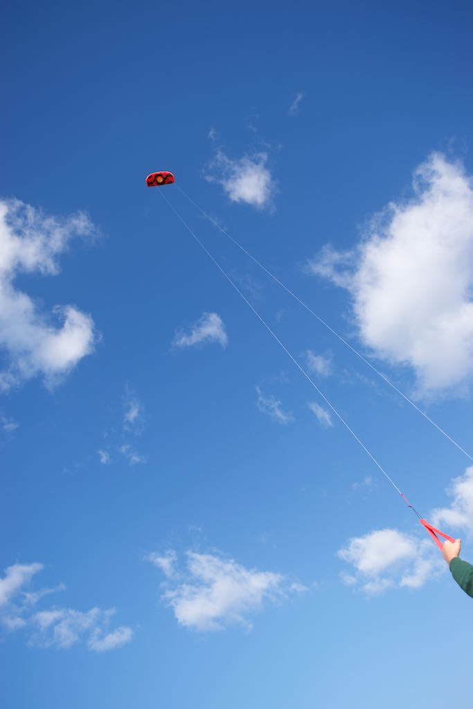 When the wether got colder, we took advantage of the breeze to fly Paulo's super-cool new kite