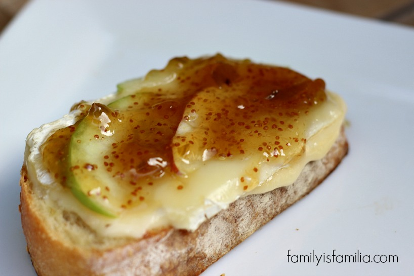 Grilled Brie and Apple Sandwich