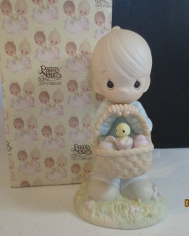 Vintage in box Precious Moments figurine #109924 Wishing you a basket full of blessings