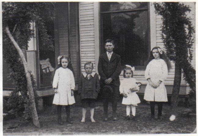 Charles Leslie Shults and siblings