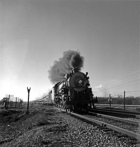 "Robert Yarnall Richie photograph collection, ""Locomotive 906, Texas & Pacific Railway Company,"" ca. 1946, photo courtesy of Central University Libraries, Southern Methodist University."