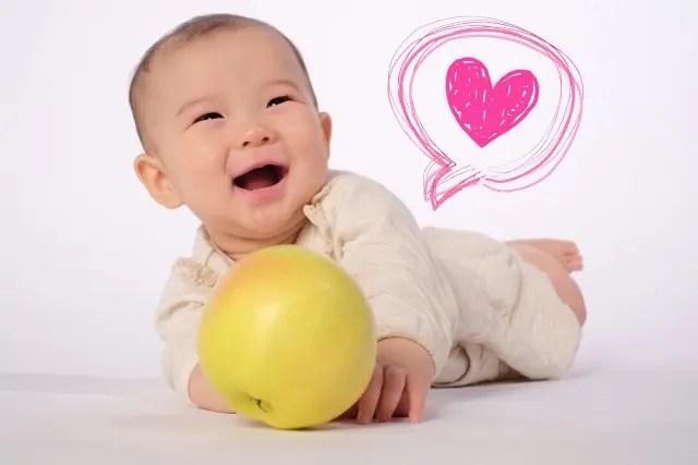 幸せそうに見える赤ちゃんの画像