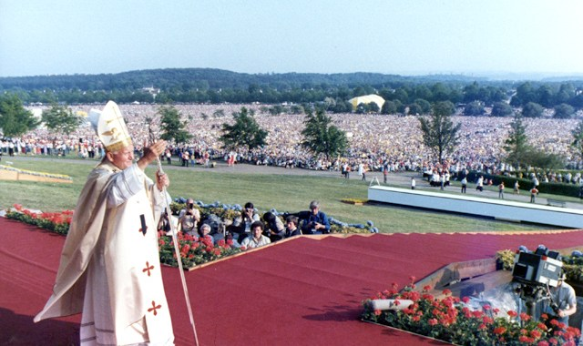 Holy Mass in Bellahouston Park