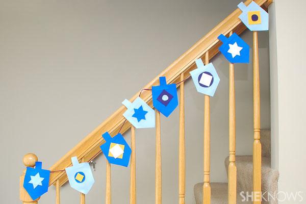felt-dreidel-banner-hanukkah-crafts