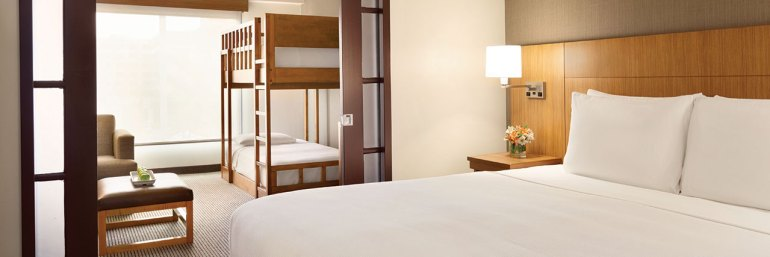Hyatt-Place-at-Anaheim-Resort-Convention-Center-P008-King-and-Kids-Twin-Bunk-Bed.masthead-feature-panel-medium.jpg