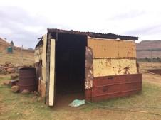 Das hier ist unsere Unterkuft für die Zeit in Lesotho. :-) Kleiner Scherz! Das ist ein Unterstand für das Vieh.