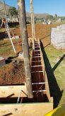 Die Betonverschalung und die Stahlbewehrung sind bereit für den Beton.