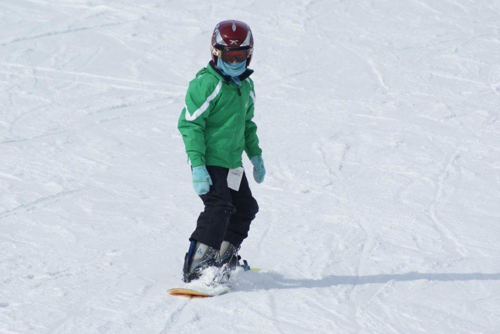 Niño haciendo snowboard, Estación de Esquí Sierra Nevada, Granada