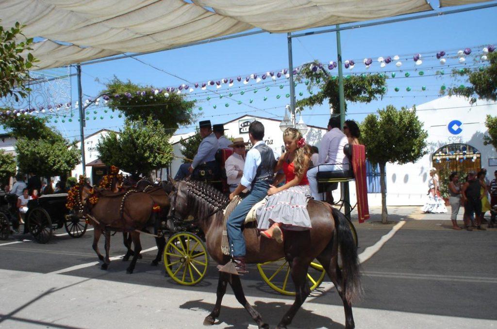 Paseo de caballos y casetas en la Feria de Málaga
