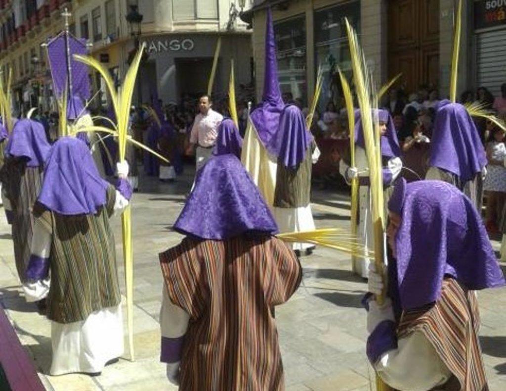 Niños con palmas en la Procesión de La Pollinica Semana Santa de Málaga