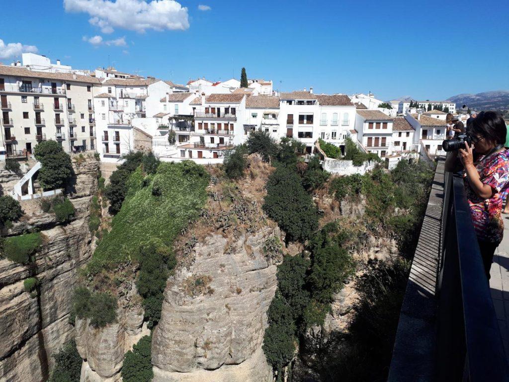 Casas blancas sobre las rocas en Ronda, Málaga