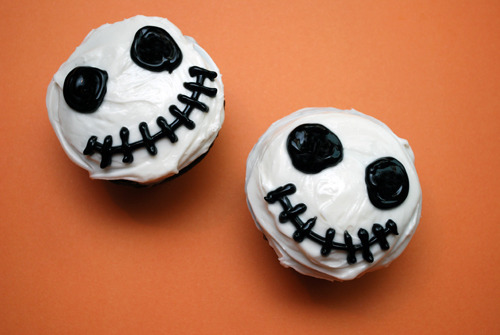 Halloween Cupcake: Jack Skellington Cupcakes by FamilySpice.com