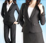 女性のリクルートスーツ