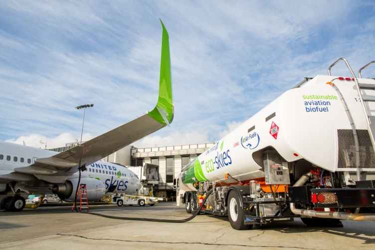 United Airlines si rifornisce di biofuel a Los Angeles LAX