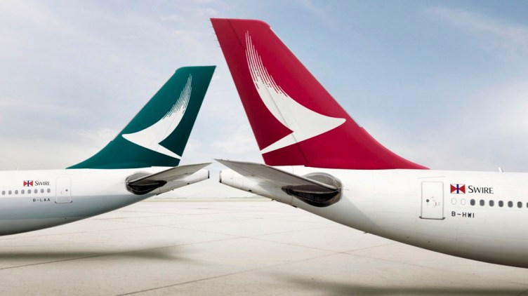 Cathay Pacific, a sinistra, e Cathay Dragon, a destra