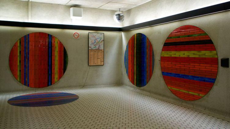 arte nella stazione Peel del Metro