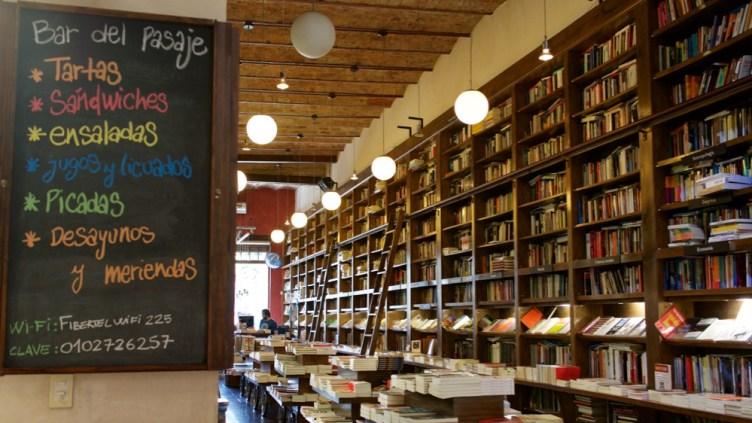 Libreria del Pasaje, nel quartiere Palermo, è bookstore e cafeteria