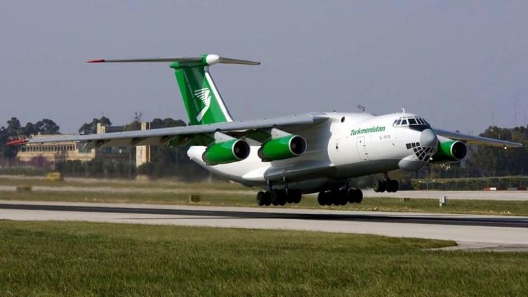 Ilyushin IL76 cargo di Turkmenistan Airlines; la flotta passeggeri è all-Boeing strutturata in due classi