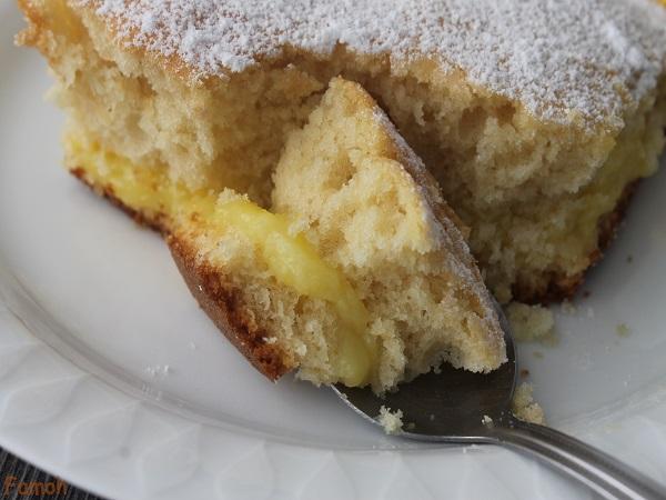 gâteau garni de crème à l'orange