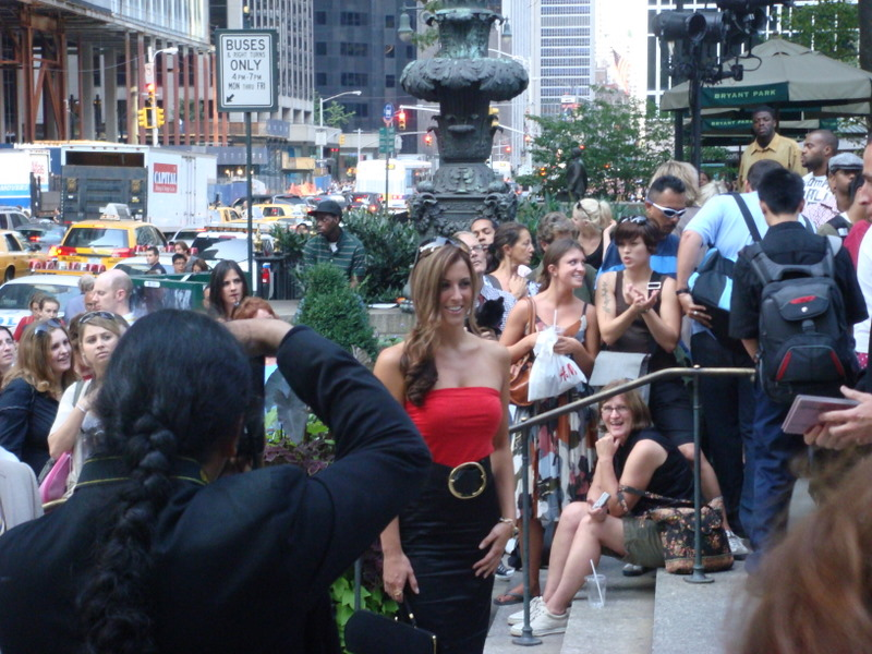 20070906-fashion-week-07-stopping-for-a-photo.jpg