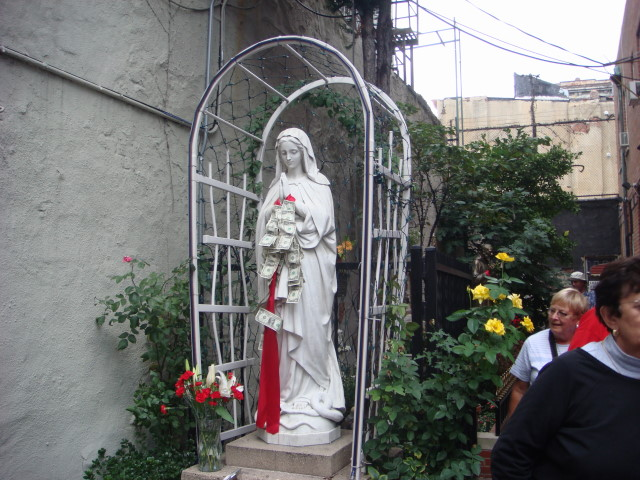 20070915-feast-of-san-gennaro-07-virgin-mary-statue-with-money.jpg