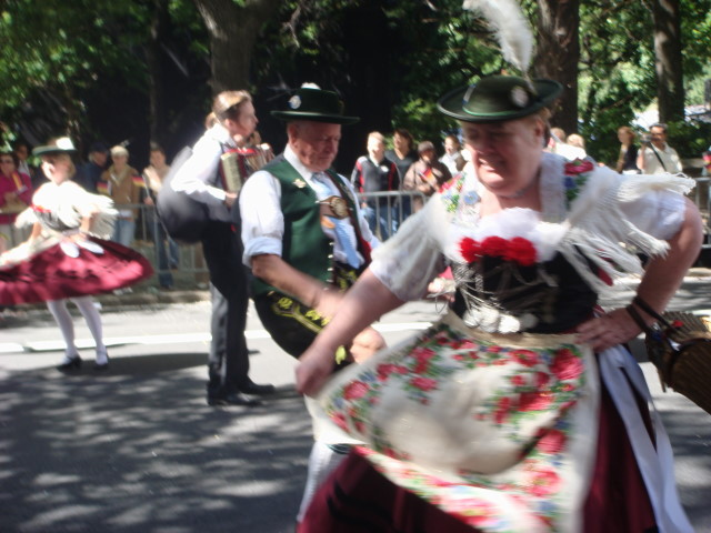 20070915-steuben-parade-32-dancers-dancing.jpg