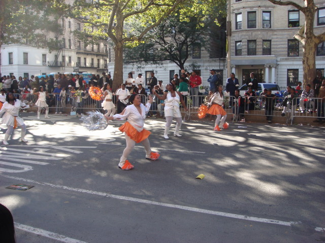 20070916-african-american-parade-22-dancing-cheerleaders.jpg