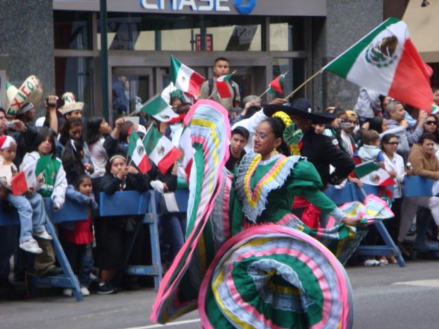 20070916-mexican-day-parade-10-dancer.jpg