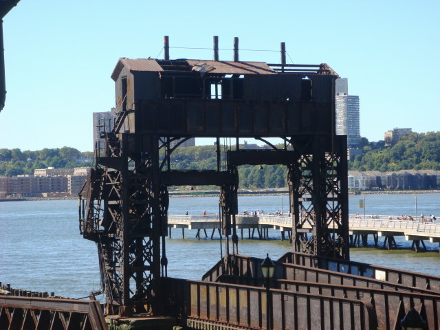20070923-upper-west-side-44-hudson-river-loading-area.jpg